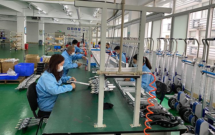 爬楼机厂家生产线