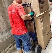 京东采用楼博士电动爬楼机实现重物配送到家