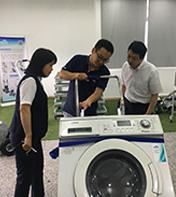 日本客户来访参观并进行爬楼机技术交流