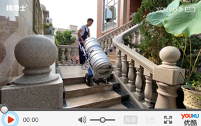 电动爬楼机搬运啤酒桶